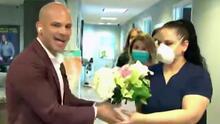 """""""Gracias por su compromiso"""": Dr. Juan y sus colegas sorprendieron a sus enfermeras con un lindo detalle por su día"""