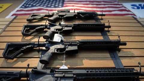 ¿Cuáles son las restricciones que existen en Nueva York para la compra de armas?