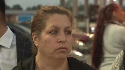 """""""No es justo"""": familia de John Hernández rechaza decisión de la fiscalía de retirar cargos a exoficial Chauna Thompson"""