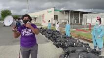 Activistas protestan frente a farmacéutica por las muertes por coronavirus