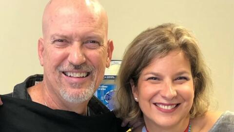 Después de recibir el corazón de un joven, este músico ayudó a la madre de su donante a salvar su propia vida