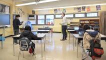 Unos 62,000 estudiantes de escuelas intermedias en Nueva York vuelven a las aulas: así ha sido la jornada