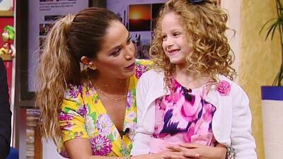 La pequeña Brianny dejó muy impresionada a Karla al contarle todo lo que hizo en su día de belleza en un spa