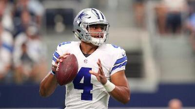 Dak Prescott no decepcionó en su debut con los Dallas Cowboys
