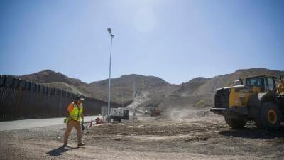 Una agencia federal obliga a abrir una puerta del muro fronterizo privado