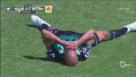 ¡Autogol lagunero! Tremendo error de Doria iguala el partido entre Pumas y Santos