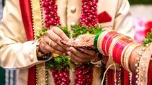 Una novia muere en medio de su boda y el novio decide casarse con la hermana menor