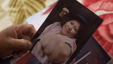 Albañil, conductora de autobús, guardia: todas las cholitas son luchadoras