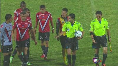 Veracruz vs Leones Negros: El árbitro suspende el partido y luego se arrepiente