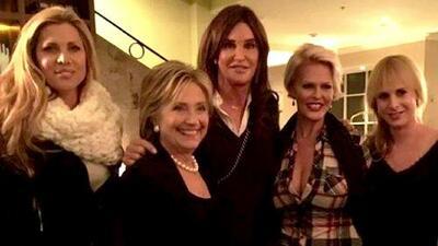 Caitlyn Jenner posa con Hillary Clinton