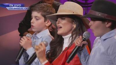 Heredaron el talento de mamá: Ana Bárbara y sus dos hijos les cantaron a los niños del TeletónUSA