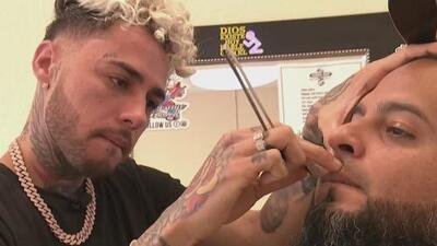 Dalex probó que aún recuerda su época de barbero ahora que se presentará en Premios Juventud