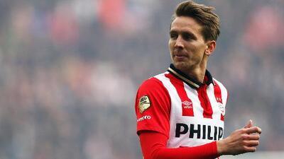 El PSV derrota 2-0 al Willem II y sigue a la caza del Ajax