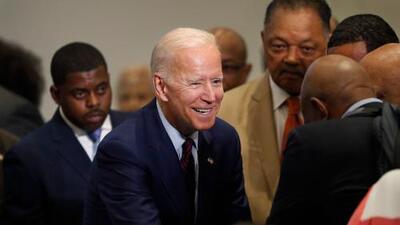 Biden se retracta de sus alabanzas a congresistas supremacistas y pone a Obama como su mejor carta de presentación