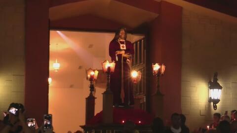 Cientos de feligreses en Allapattah hicieron parte de las actividades que conmemoran el Viernes Santo