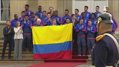 José Néstor Pékerman fue condecorado por el Presidente de Colombia