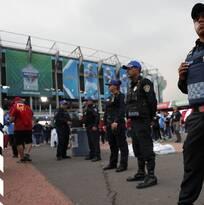 Asaltan a fans de la NFL al salir del Estadio Azteca