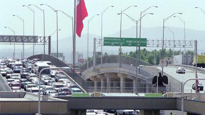 Cierran el puente internacional en El Paso por protestas de migrantes