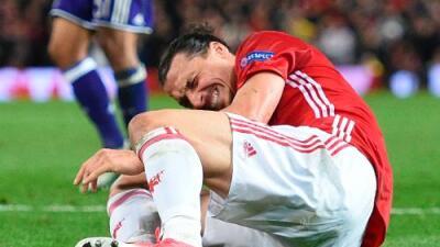 Zlatan Ibrahimovic es operado con éxito de su rodilla y empieza su rehabilitación