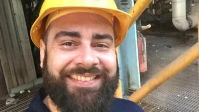 El funcionario que da el parte diario de electricidad en Puerto Rico se convierte en un fenómeno en Facebook