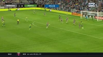 Cristian Roldán emula a la leyenda de Roberto Carlos con este cañonazo para el empate de Seattle