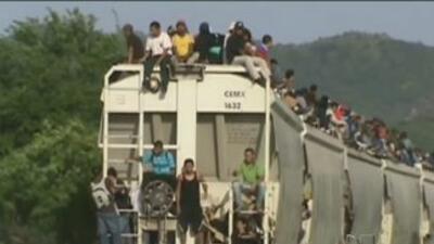 """Descarrilamiento del tren """"La Bestia"""" deja a más de mil inmigrantes varados"""