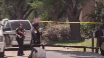 Hombre resulta herido en una balacera afuera de su casa en San Antonio