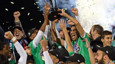 Raúl se despide del fútbol como campeón con el Cosmos