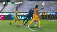 ¡Le robó el gol a Jeraldino! Nahuel Guzmán le niega el 0-1 al Atlas