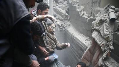 Sexto día de bombardeos en Siria: más de 400 muertos en uno de los peores ataques aéreos