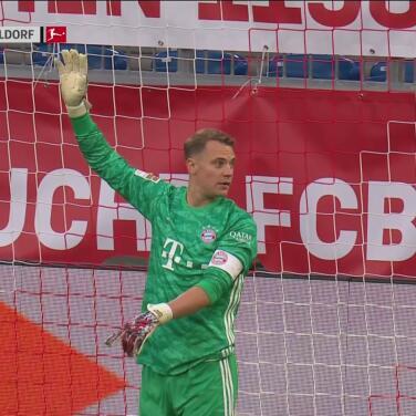¡Para que se desempolve! Gran atajada de Neuer tras disparo picado de Giesselmann