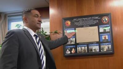 Como un trofeo, agente de la DEA conserva la camiseta que usaba 'El Chapo' cuando lo extraditaron a EEUU
