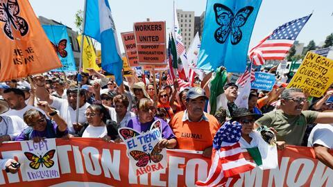 """""""No queremos ser ricos, queremos un pago bueno"""": Sindicatos y trabajadores marchan en Los Ángeles por Labor Day"""