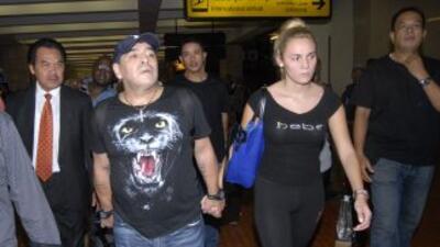 Diego Maradona se separa de su novia Rocío Oliva, celoso de la 'Hiena' barrios