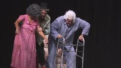 Esta comedia teatral muestra los extremos a los que llega una pareja de ancianos que necesita dinero