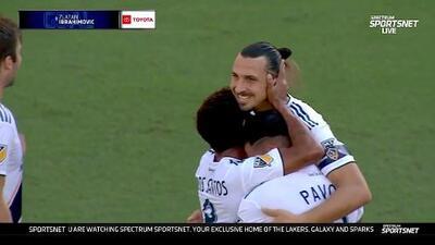 Zlatan Ibrahimovic hace un golazo, marca su anotación 30 y está a un gol de empatar a Vela