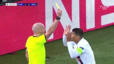 Tarjeta amarilla. El árbitro amonesta a Thiago Silva de Paris Saint-Germain