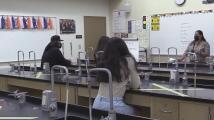 Una escuela del condado de Tulare ofrece cursos universitarios para estudiantes de preparatoria