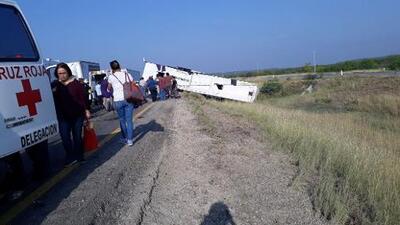 Al menos un muerto tras accidente de un autobús que viajaba de Houston a Monterrey en México