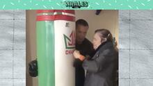 ¡Julio César Chávez 'enseña a boxear' a su mamá!