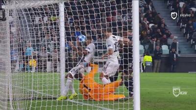 Increíble: con un autogol de Alex Sandro, el United le quita el invicto a la Juventus