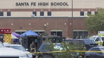 Comunidad del norte de Texas exige medidas para evitar tiroteos como el ocurrido en la escuela Santa Fe