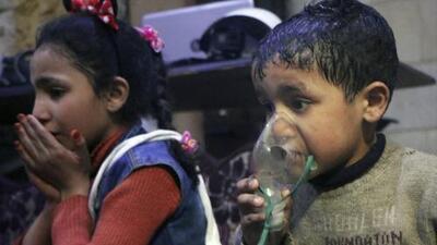 Un posible ataque con armas químicas en Siria deja decenas de personas muertas, según activistas