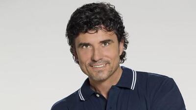 Diego Olivera es Armando Romero