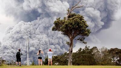 Un lago de lava dentro del cráter del Kilauea podría expulsar piedras del tamaño de autos como proyectiles
