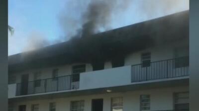 Autoridades investigan las causas del voraz incendio en el que murieron dos niñas en un edificio de Florida