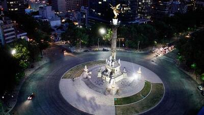 Mexicanos y extranjeros reaccionan indignados a los destrozos por marcha en el Ángel de la Independencia