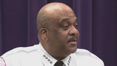 Admite el superintendente de Policía de Chicago que bebió antes de ser encontrado dormido en su auto