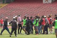 Supuestos aficionados rivales amenazan a jugadores en Perú