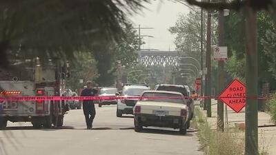 Joven baleado mientras caminaba hacia su escuela en Chicago se debate entre la vida y la muerte